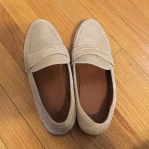 Universal Thread | Tan loafer size 9